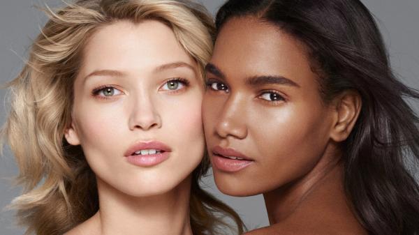 01caa2b2a73e3 Ospevovaná spolupráca Rihanna +Puma sa môže pochváliť ďalšou vydarenou  kampaňou. Jej tvárou nie je nik iný, ako exotická kráska, ktorá v  čiernobielom klipe ...